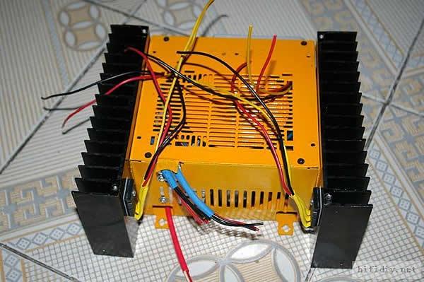 """吧!听着悠扬的音乐。。。哈哈。灵机一动!!!于是就有了下面这台JJ…… 恋上无线电电子学数十载,装机可谓无数,但这一部却是至今为止我所做的体积最小的甲类功放,之所以称之为袖珍甲,是相对于输出功率与体积之比而言的,以其10W的甲类输出功率、220X180X100的体积,相信没有哗众取宠妄自尊""""小""""之嫌吧! 主要规格指标: 输出功率:10W 使用电路:HOOD1969 工作电压:(变压器输出)AC28V 静态电流:0."""